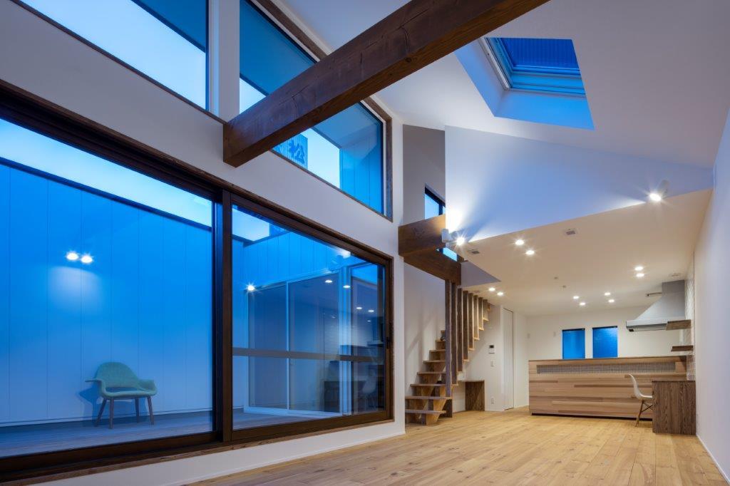 【2世帯注文住宅】光が差し込む2世帯のガレージハウス