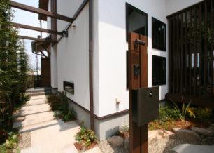 京の町家を思わせる和モダンの家