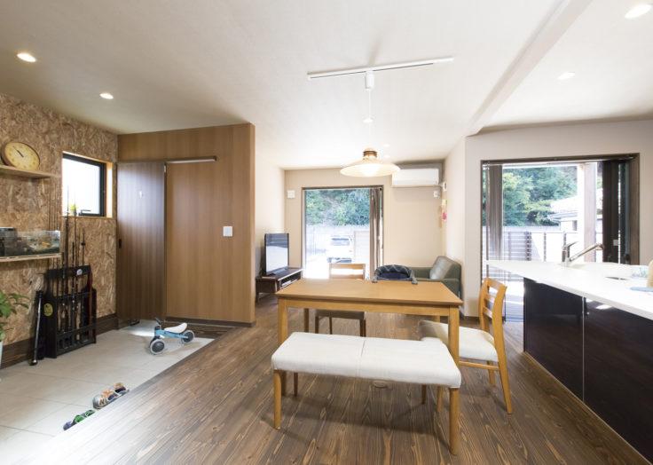 マリモハウスの施工事例「アースフロアとウッドデッキがある家」〜T様邸 その1〜