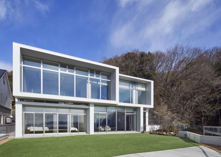 贅沢な眺望と家族の家