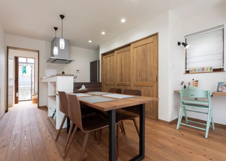 快適に住むための回遊動線と自然素材の家