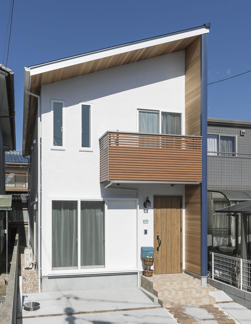 【注文住宅】海がテーマの青と白使いの家