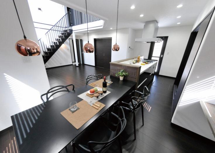 見せる階段で空間にアクセントを!…「癒しのある暮らし」|広島の2×4新築注文住宅&リフォームなら マリモハウス