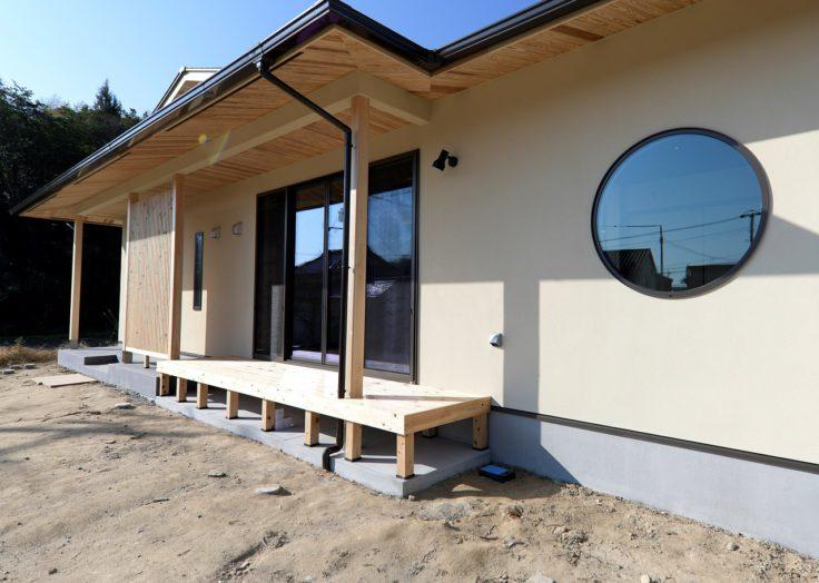 入母屋の大屋根が印象的な「現代和風」の平屋 ~東広島市 K様~