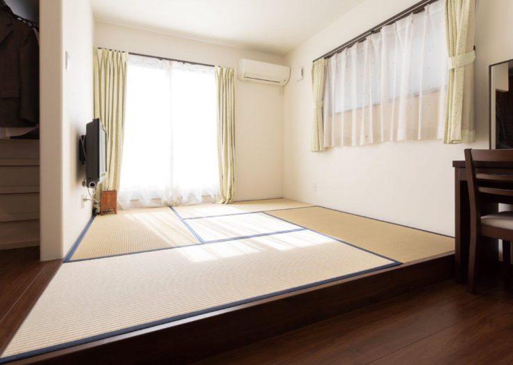 一段上げた畳の寝室